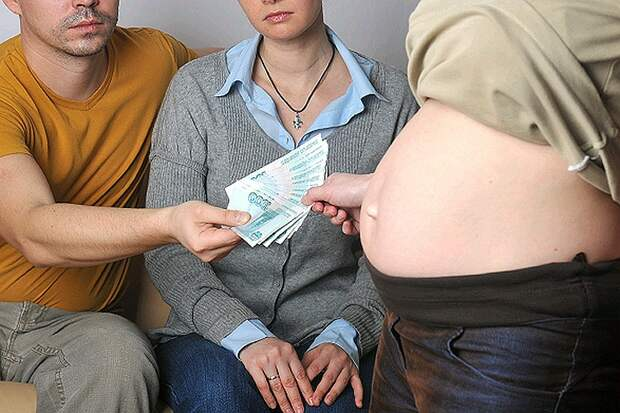 Милонов хочет запретить платное суррогатное материнство в России