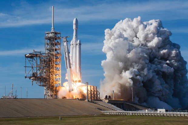 Первый коммерческий старт Falcon Heavy прошел идеально