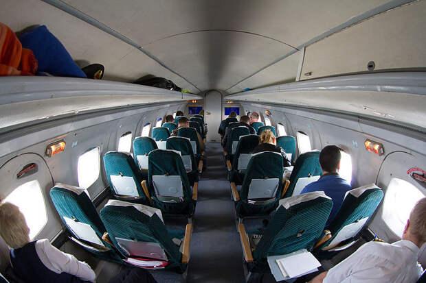 File:Vologda Air Yakovlev Yak-40 cabin.jpg