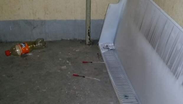 Использованные шприцы нашли на пожарной лестнице дома в Подольске