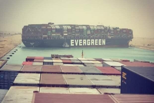 Контейнеровоз Evergreen перекрыл Суэцкий канал. И ворвался в мемы -  Memepedia