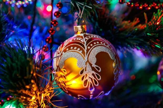 В МЧС по Удмуртии рассказали, как выбрать елку и гирлянду для безопасного Нового года