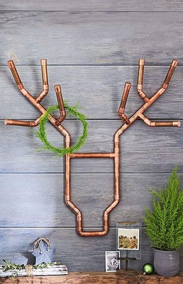 новогодний интерьер из труб медь