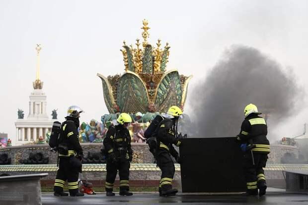 Китайская электрика собранная гастерами дала сбой: На ВДНХ загорелся фонтан «Каменный цветок». Перед этим его отреставрировали за 1,2 миллиарда рублей