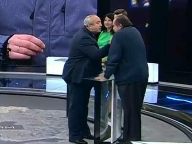 Клинцевич на ток-шоу вцепился в бороду украинского политолога
