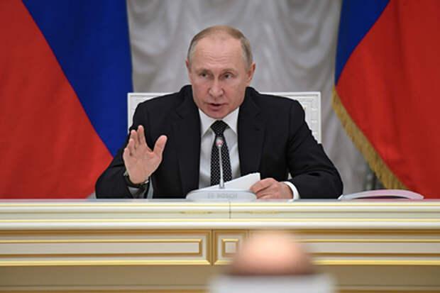 Путин призвал россиян не покупать продукты впрок