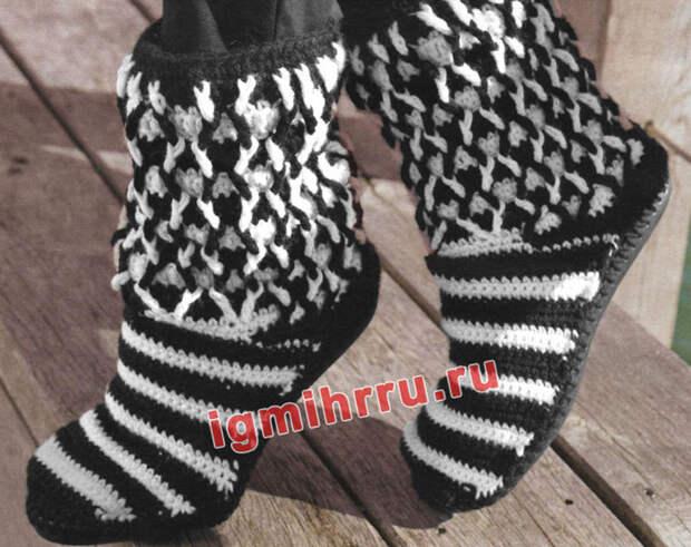 Черно-белые сапожки из шерстяной пряжи