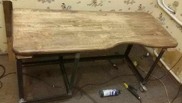 Немного фото процесса изготовления брутального стола в комнату сыну