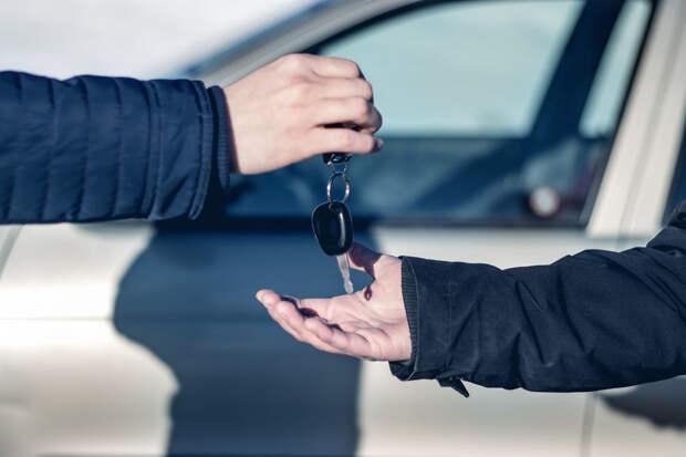В каких случаях водитель может быть наказан за передачу управления своей машиной другому человеку