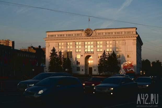 """Владимир Путин на съезде """"Единой России"""" предложил освободить семьи с двумя и более детьми от подоходного налога при продаже квартиры"""