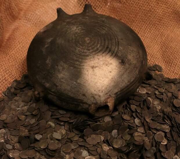 Клад серебряных монет найденный в Зарядье