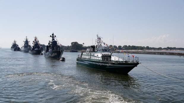 Главный военно-морской парад начался в Санкт-Петербурге