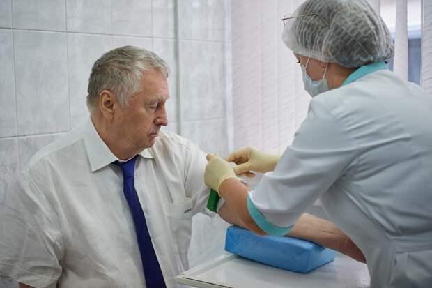 Жириновский о посадках, мошенники против вакцинации и отказ в работе без прививки