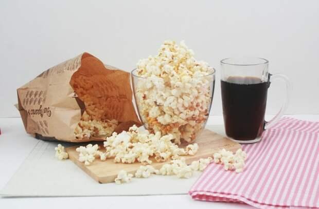 Кто и как придумал попкорн: история популярного лакомства