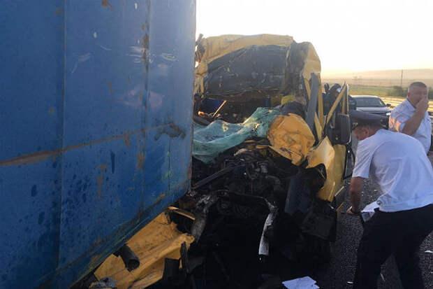 Девять человек погибли в аварии с маршруткой в Крыму