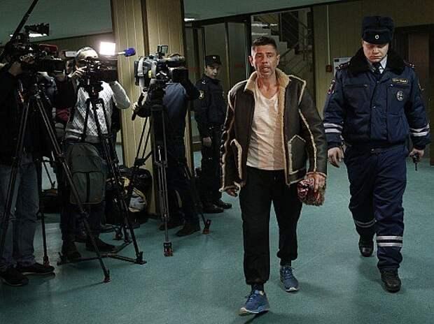Валерий Николаев продолжает ездить на машине и нарушать ПДД