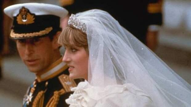 Спустя 40 лет после торжества: кусок торта со свадьбы принцессы Дианы и принца Чарльза продадут на аукционе