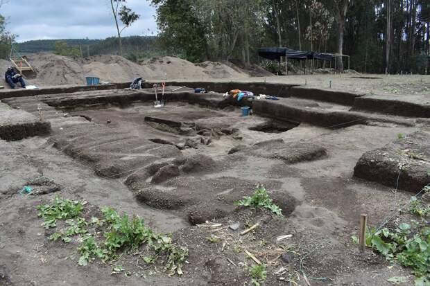 Археологи раскопали в Эквадоре кладбище со скелетами древних инков