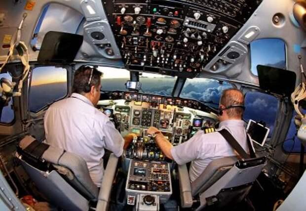 Кабина пилотов McDonnell Douglas MD 83 авиакомпании Zagros Airlines