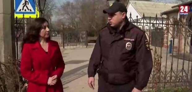 Полицейский из Красногвардейского района в Крыму вынес из огня бабушку и её внука