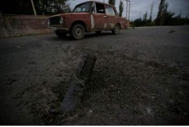 После недавнего обстрела в ходе вооруженных столкновений в Нагорном Карабахе, Тeртeр, Азербайджан, 28 сентября 2020 года. REUTERS/Aziz Karimov