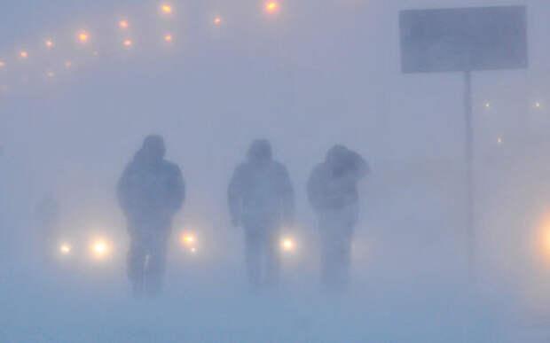 В Норильске бушует Черная пурга. Людей из аэропорта в город вывозили на вездеходах