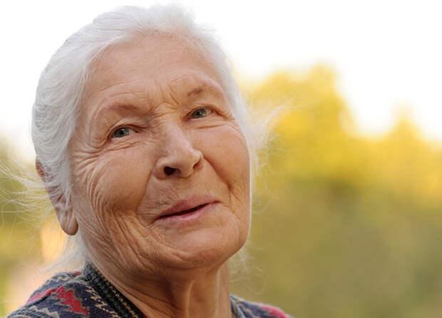 Минтруд сообщил, на сколько в 2022 году повысят социальные и страховые пенсии