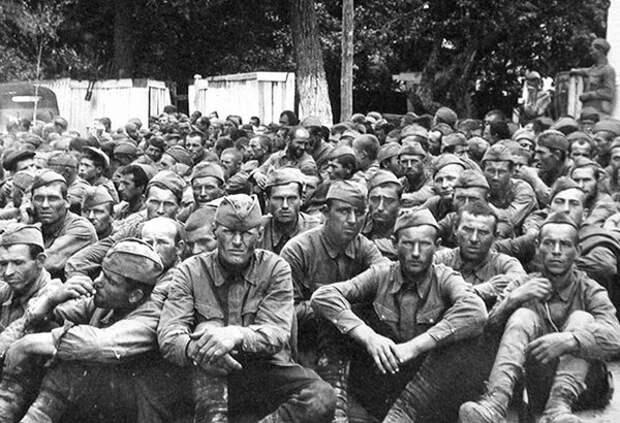 В первые же месяцы войны в немецкий плен попали миллионы советских солдат