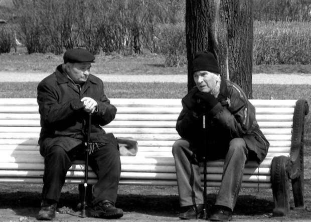 """О поколении брошенных стариков и людях, которые в 40 лет """"еще молодежь, неопределившаяся по жизни"""""""