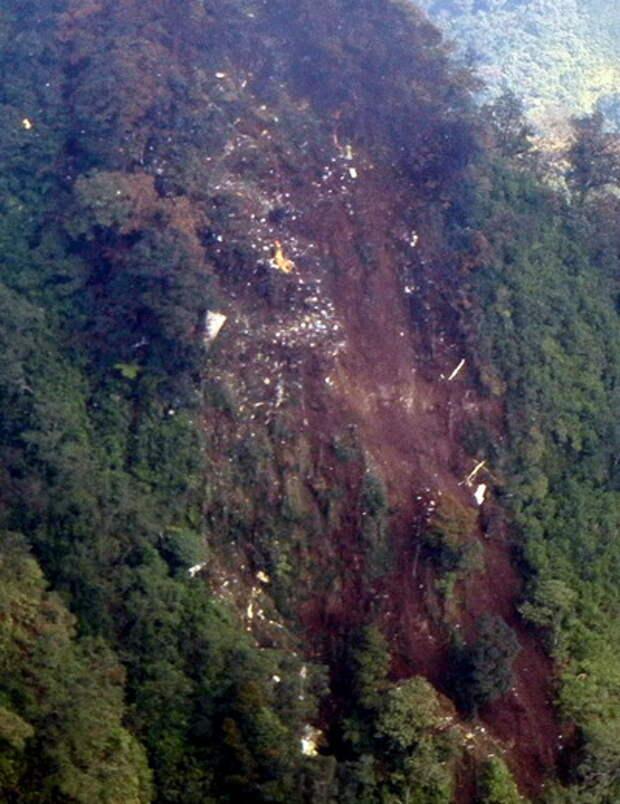 На месте крушения лайнера SUPERJET-100 в Индонезии найдены останки погибших (ФОТО)