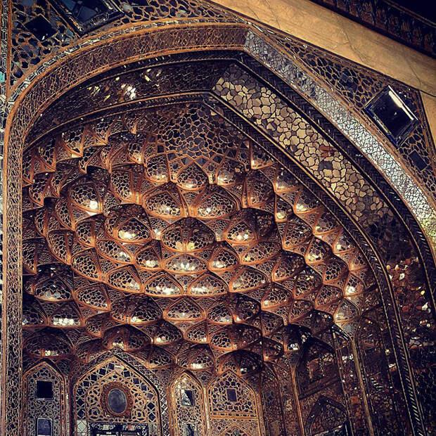 6. Дворец Шаха Аббаса Сафави, Иран. Дворцу 400 лет. Следует отметить, что большинство исторических мечетей и дворцов являются памятниками архитектуры и у многих есть запрет на съемку внутри.