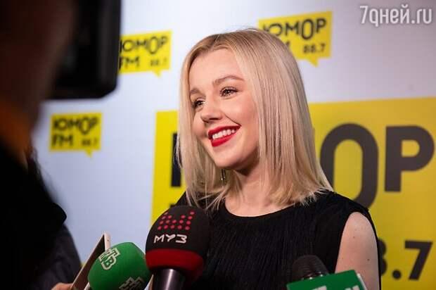 Беременна и прекрасна: Юлианна Караулова продолжает активно работать