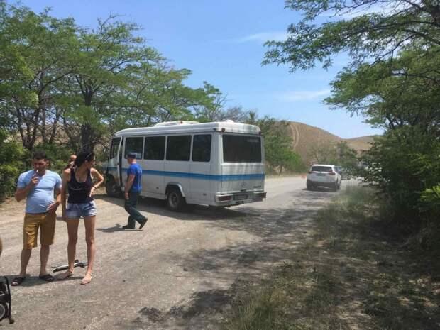 В Крыму легковушка влетела в рейсовый автобус