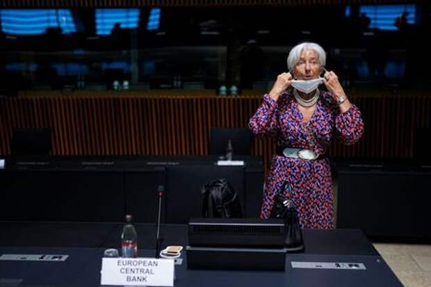 European Central Bank President Christine Lagarde adjusts her protective face mask as she arrives at a meeting of Eurogroup Finance Ministers at the European Council building in Luxembourg, Luxembourg June 17, 2021. Francisco Seco/Pool via REUTERS