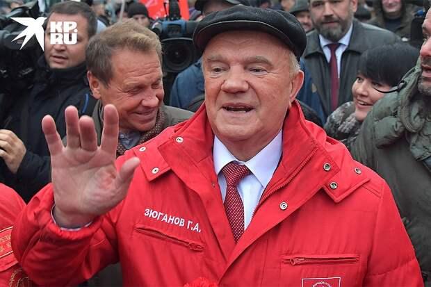 Геннадий Зюганов на шествии коммунистов в Москве, осень 2019 г. Фото: Владимир ВЕЛЕНГУРИН