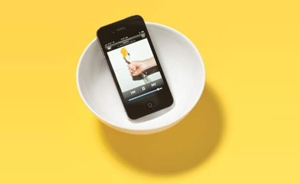 Усиление объем вашего iPhone или IPod, поместив его в миску.