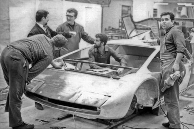 """Bizzarrini Manta - один из первых """"клиновидных"""" концепт-каров Bizzarrini Manta, Джорджетто Джуджаро, авто, автодизайн, автомобили, аэродинамика, дизайнер"""