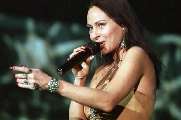 Певица на сцене   Фото: news.rambler.ru