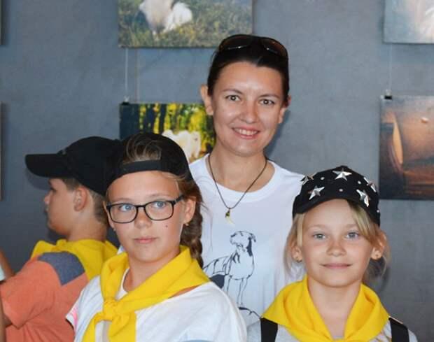 КИЦ показал детям уникальные работы севастопольского кинолога