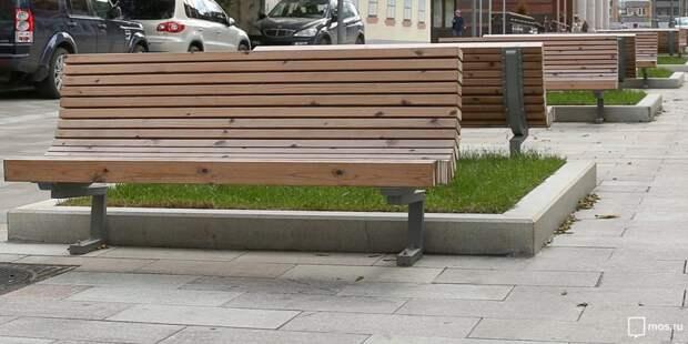 На Бажова установят препятствующие парковке скамейки и вазоны