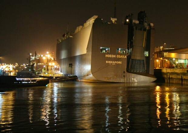 Hoegh Osaka вернулся в порт Саутгемптона (Southampton), откуда вышел три недели назад, чтобы выброситься на мель.