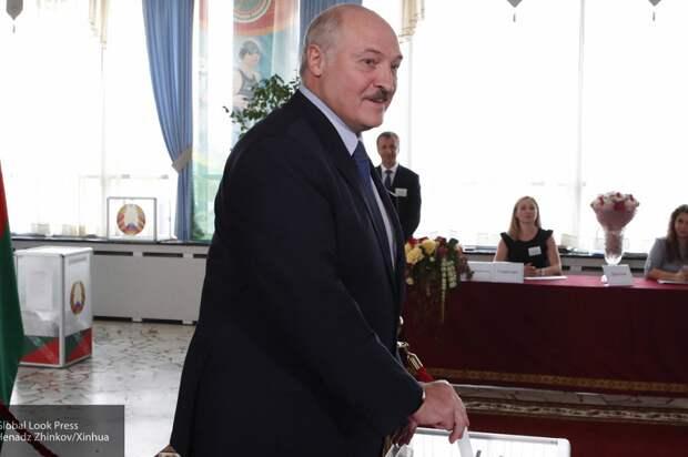 Лукашенко голосует.png