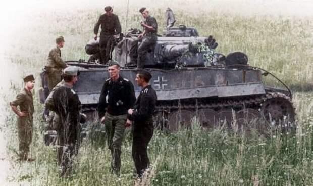 Экипажи Тигров, лето 1943 под Курском. Источник: