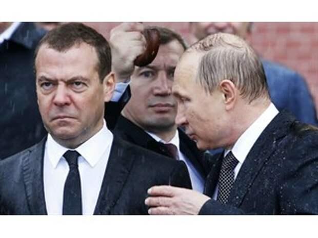 К власти пришёл серый, незаметный и невзрачный чекист Владимир Путин…