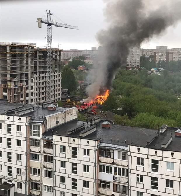 Нежилой дом сгорел на улице Подлесной в Ижевске