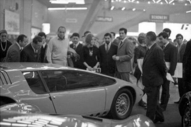 На Туринском автосалоне. 1968 год. Bizzarrini Manta, Джорджетто Джуджаро, авто, автодизайн, автомобили, аэродинамика, дизайнер