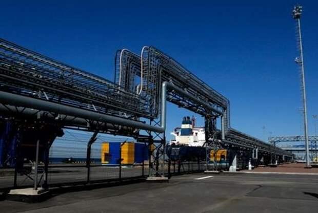 Нефтяной терминал в Усть-Луге, Россия. 9 апреля 2014 года. REUTERS/Alexander Demianchuk