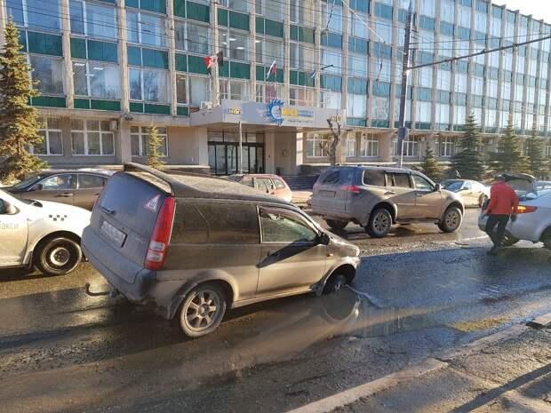 Комиссия выяснит причины провала асфальта на улице Советской в Ижевске