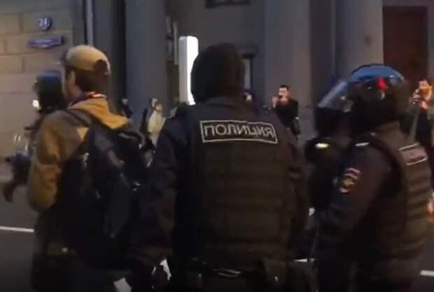 На акции против поправок в Москве задержали более 100 человек