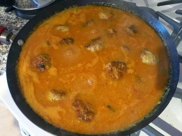Индийские куриные тефтели с черносливом